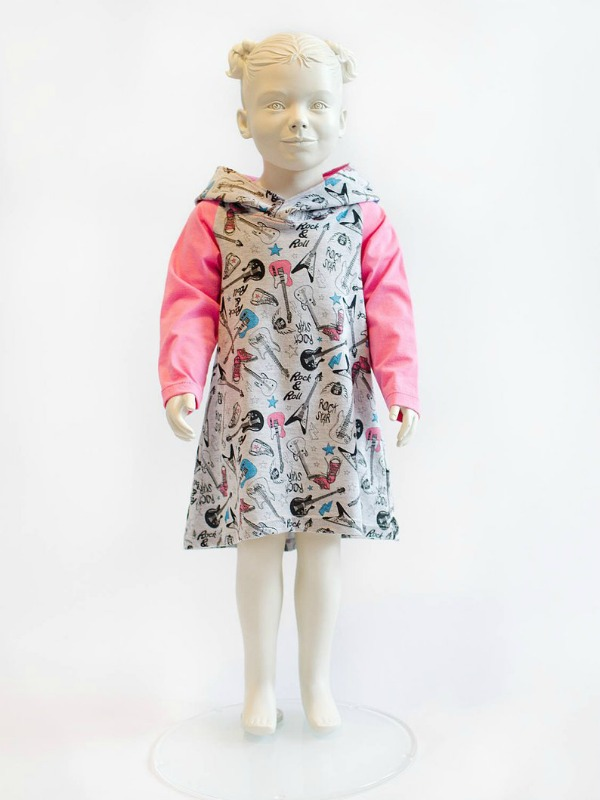 This designer of children's clothes is both highly rated and very popular. She receives excellent customer feedback on her patterns, and to top it all the awesome patterns that she produces are very reasonably priced! This is a digital sewing pattern for an easy to sew raglan dress, where you can choose to sew either long or short sleeves.